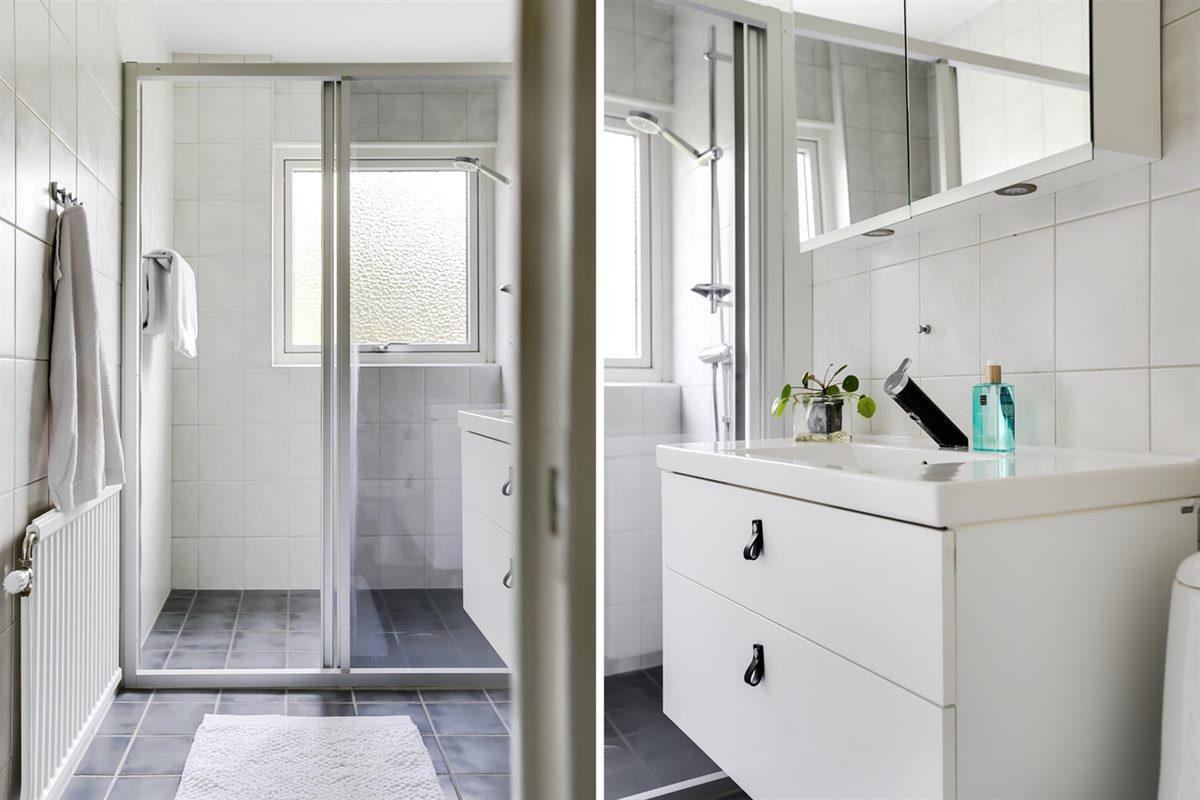 Badrum med duschhörna.