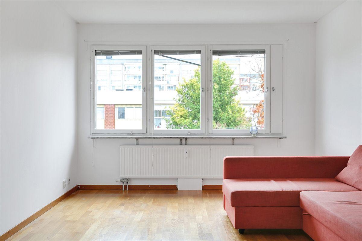 Ljust och luftigt vardagsrum.