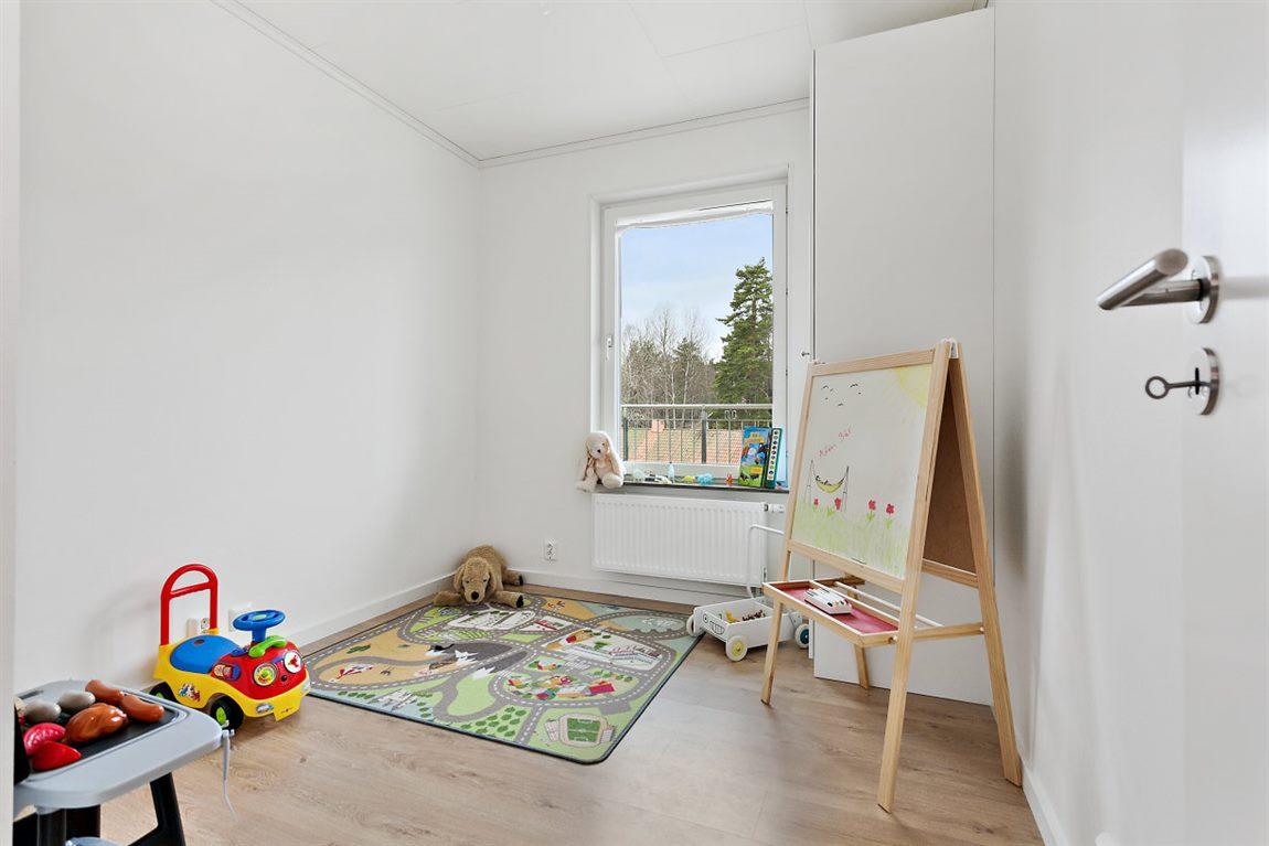 Bra storleksmässigt sovrum 3 med ett fönster