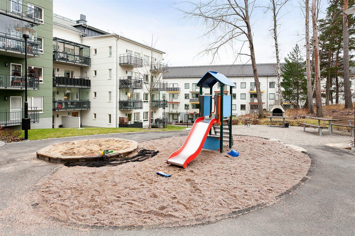 ... med lekplats som är perfekt för barnen