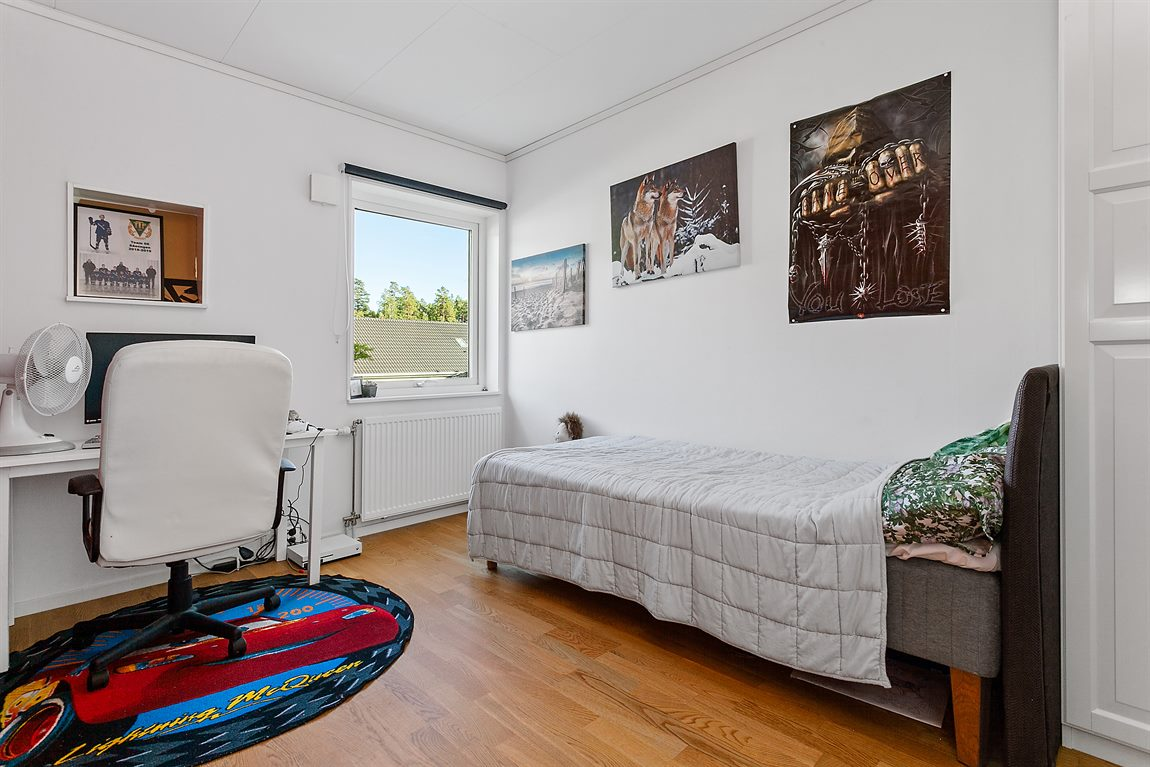 Bra storleksmässigt sovrum 3 övre plan