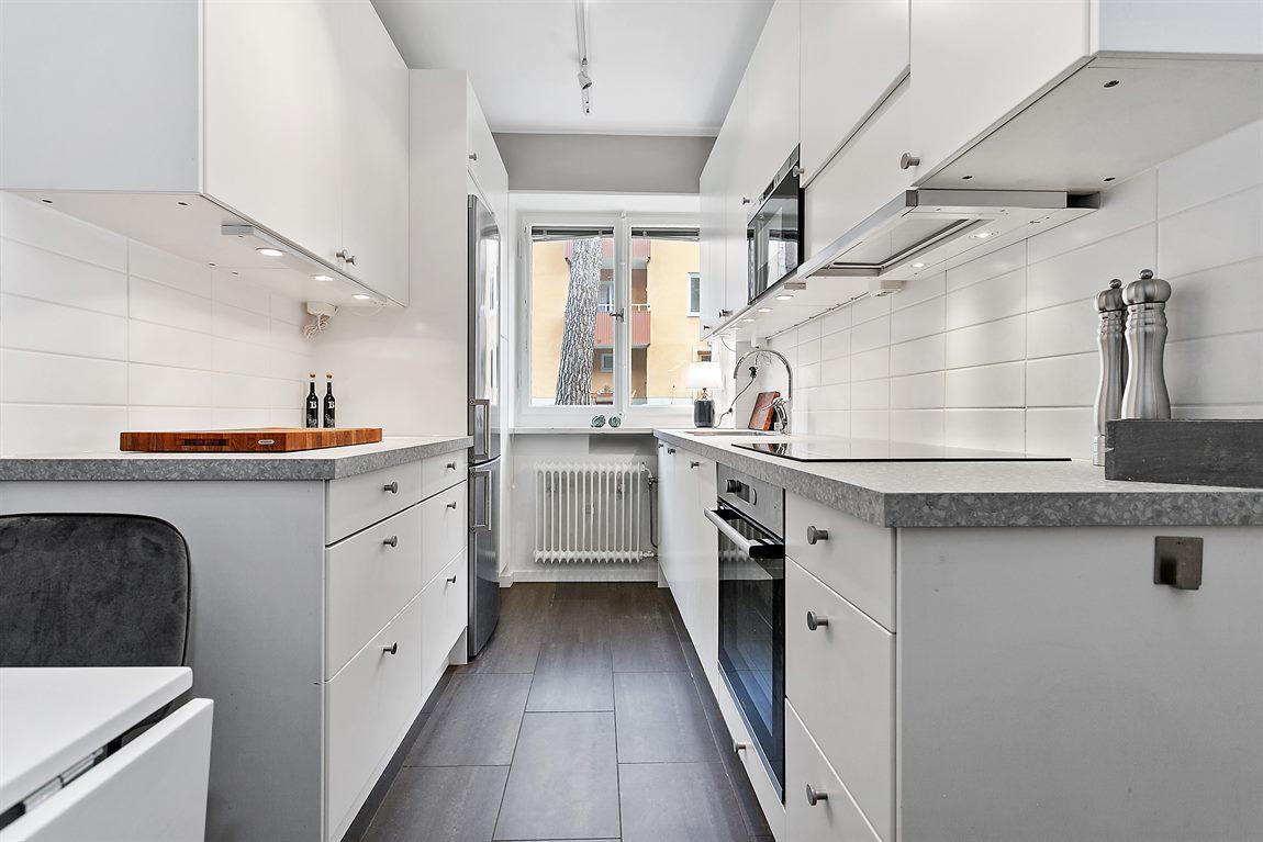 Välutrustat kök som delvis renoverats 2019