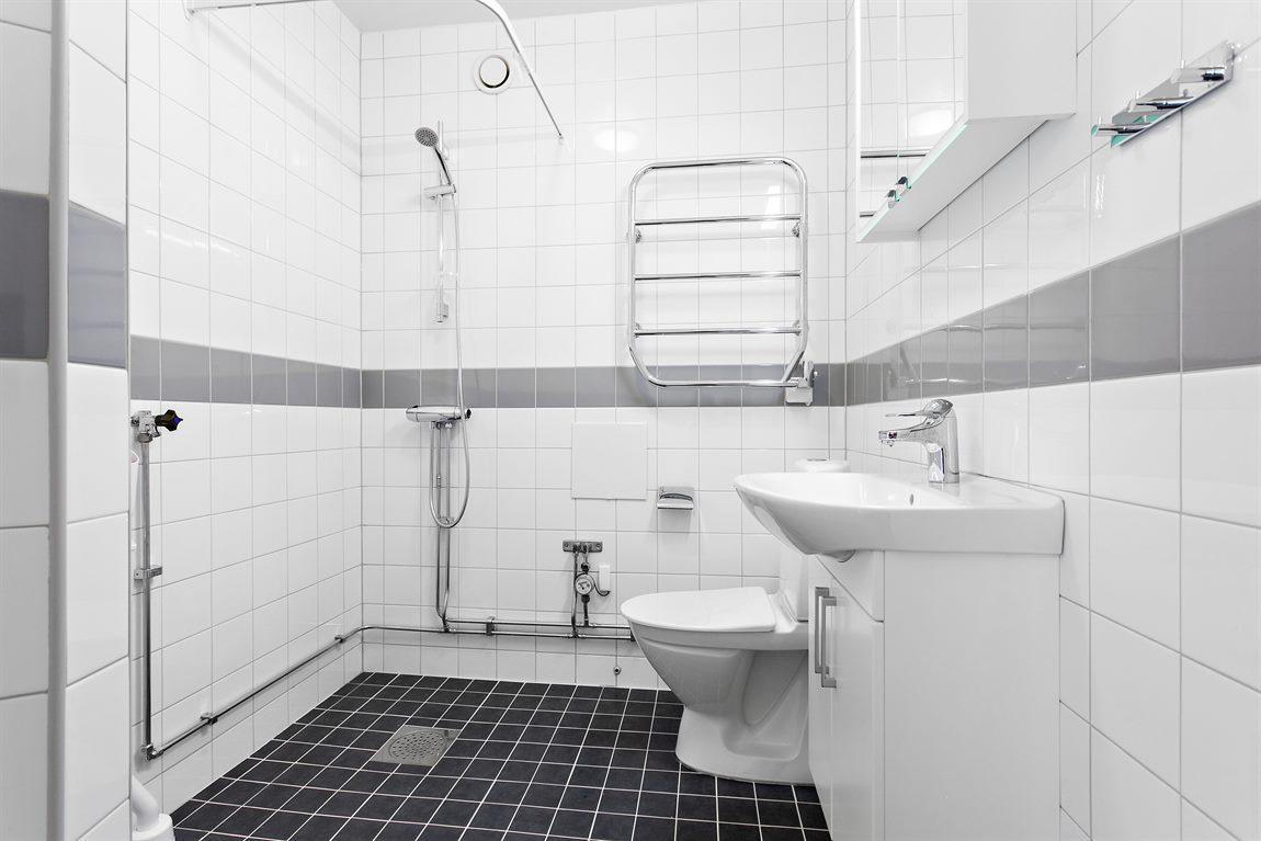 Stilren och helkaklad dusch/WC som stambyttes 2010