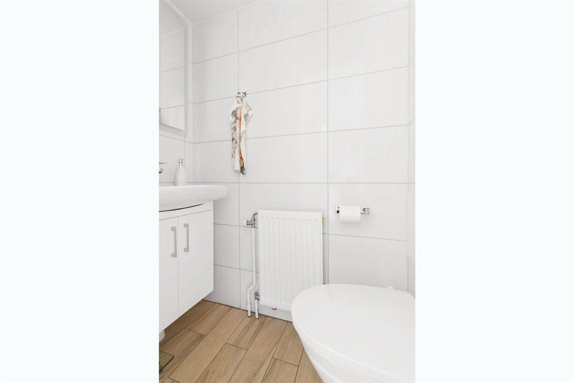 Ljus och fin separat WC entréplan