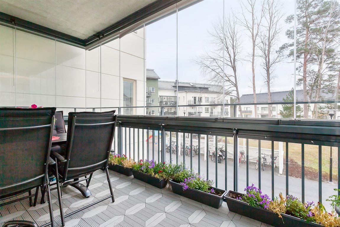 Rejält tilltagen balkong om 9,5 m²