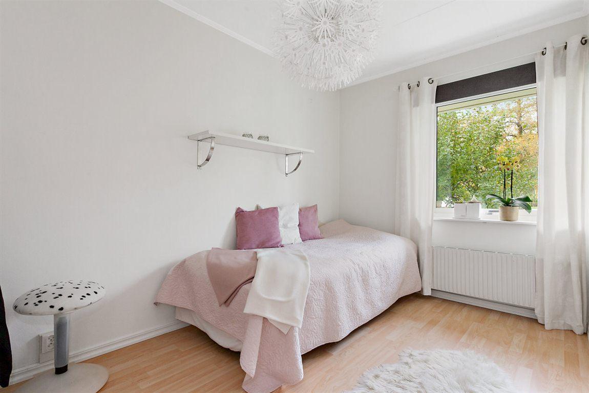 Bra storleksmässigt sovrum 2 entréplan